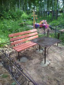 Купить недорогой столик на кладбище Тюмень